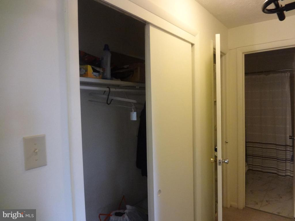 hall closet - 5111 S 8TH RD S #207, ARLINGTON
