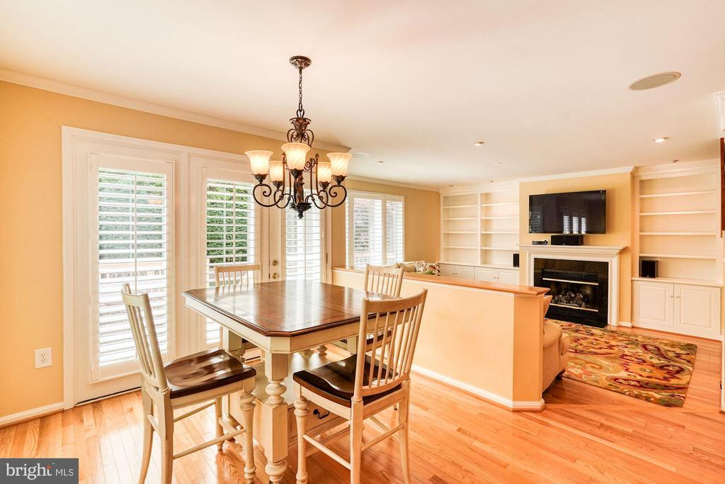 Kitchen Dinning Open to Family Room - 1308 PAVILION CLUB WAY, RESTON