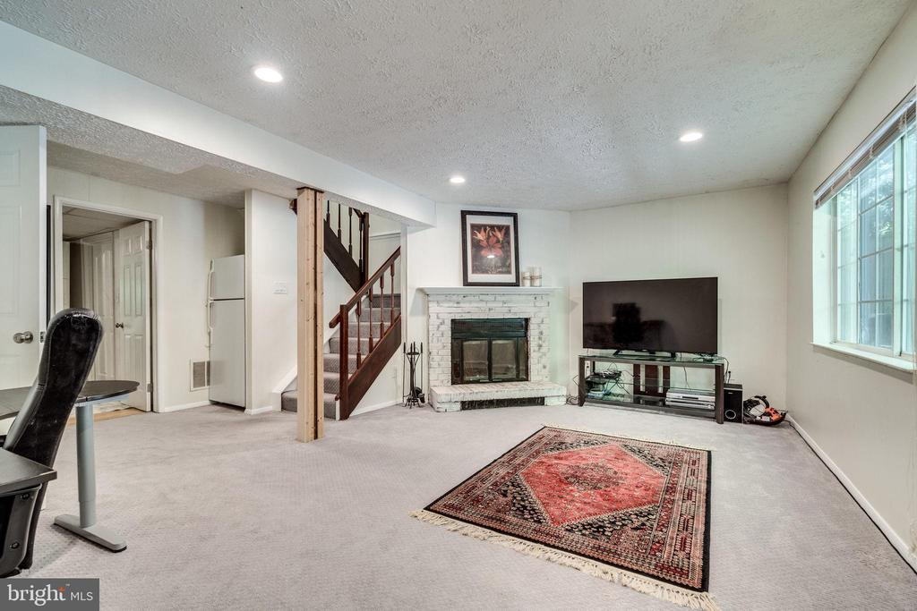 Basement / Wood Fire place - 8364 ROCKY FORGE CT, SPRINGFIELD