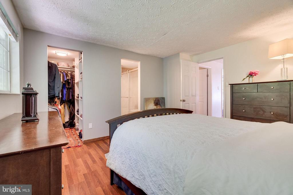Master Bedroom/ Walk in Closet - 8364 ROCKY FORGE CT, SPRINGFIELD