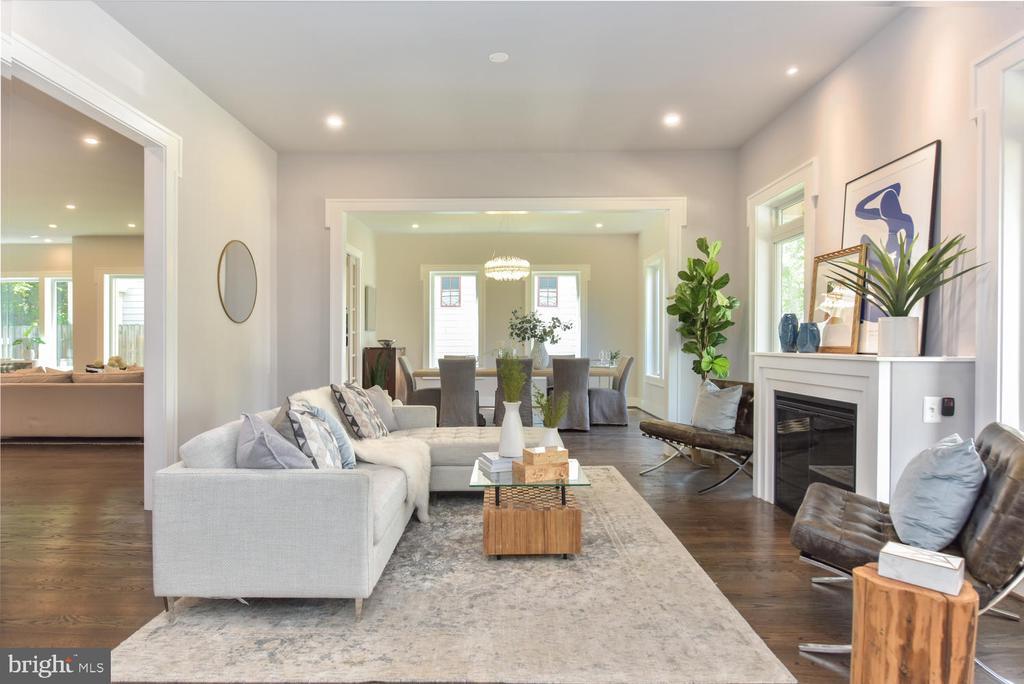 Living Room - 2538 N GREENBRIER ST, ARLINGTON