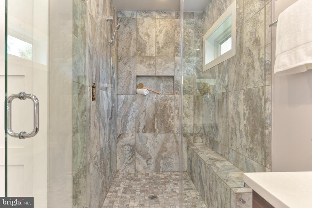 Master Bathroom - 2538 N GREENBRIER ST, ARLINGTON