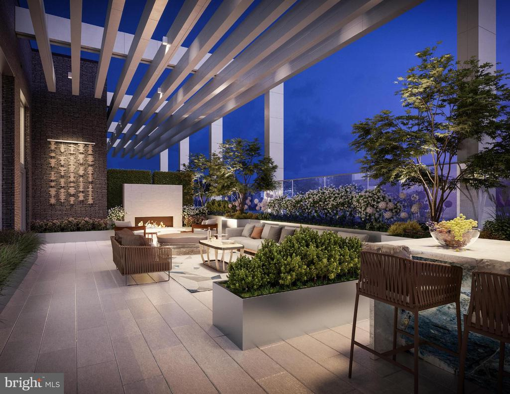 Outdoor terrace for residences with stunning views - 1781 PIERCE ST N #305, ROSSLYN