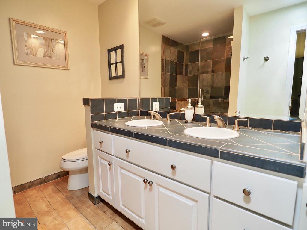 Double vanity in updated master bath - 6218 GENTLE LN, ALEXANDRIA