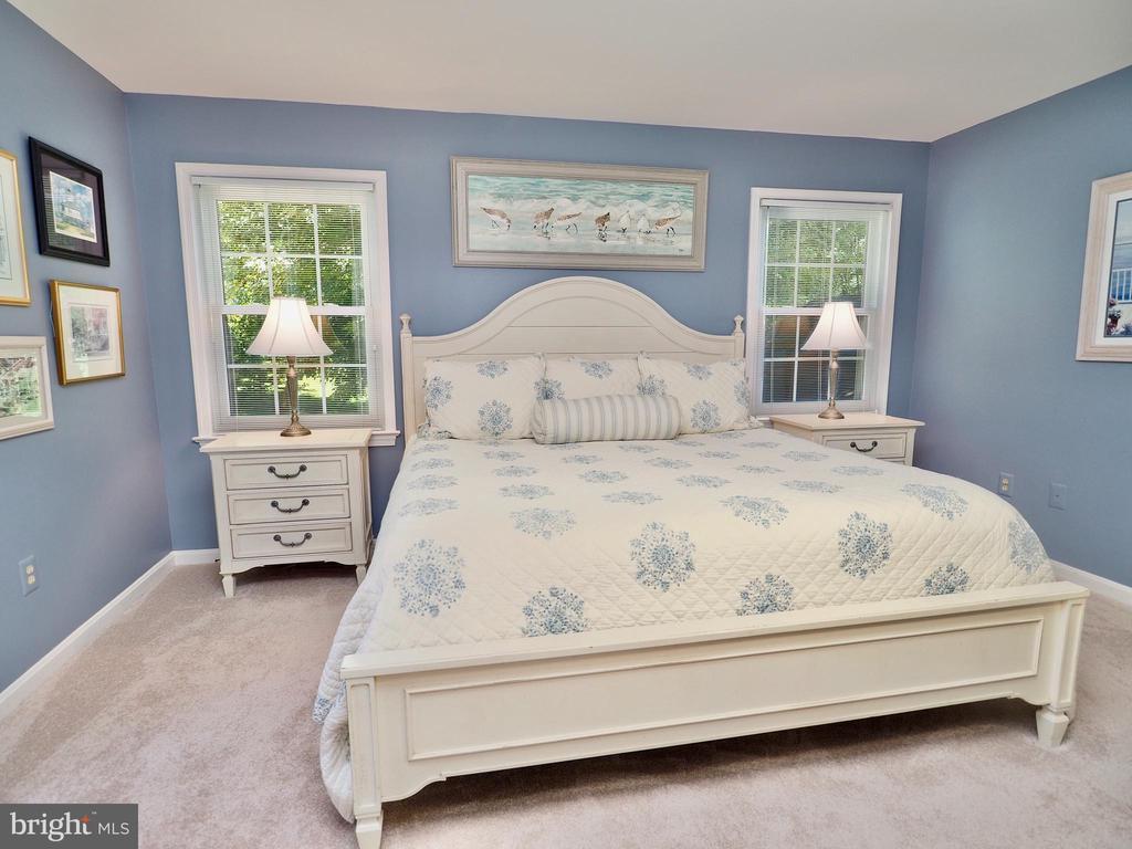 Master bedroom - room for King Size furnishings - 6218 GENTLE LN, ALEXANDRIA