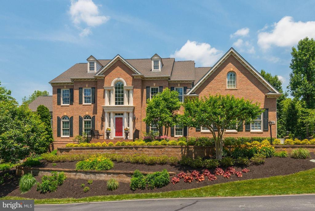 Welcome home to your beautiful new home! - 11594 CEDAR CHASE RD, HERNDON
