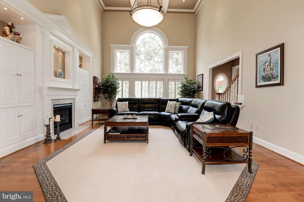 Stunning family room w/2 story coffered ceiling... - 11594 CEDAR CHASE RD, HERNDON