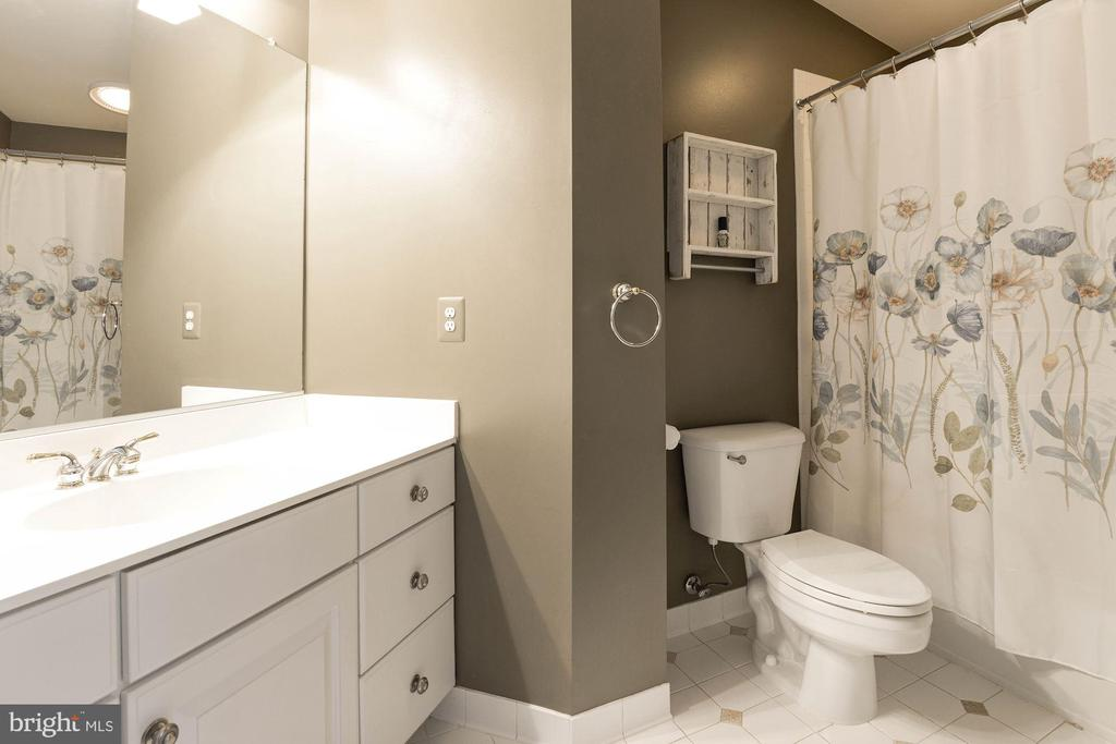 walk in closet and ensuite bath. - 11594 CEDAR CHASE RD, HERNDON