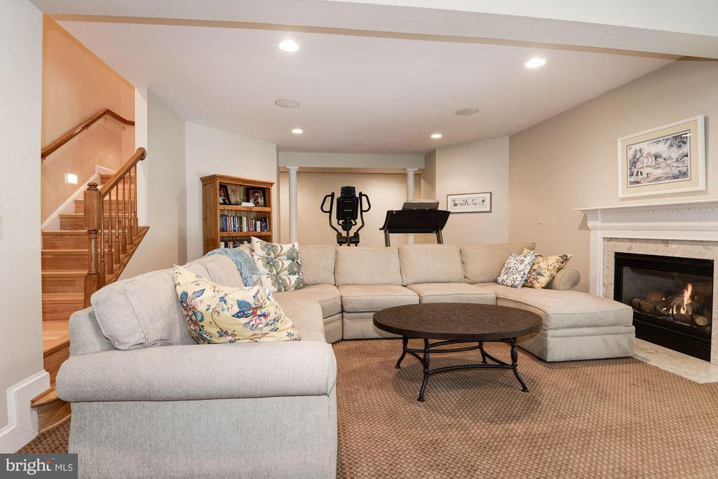 Lower level rec room with more recessed lighting.. - 11594 CEDAR CHASE RD, HERNDON