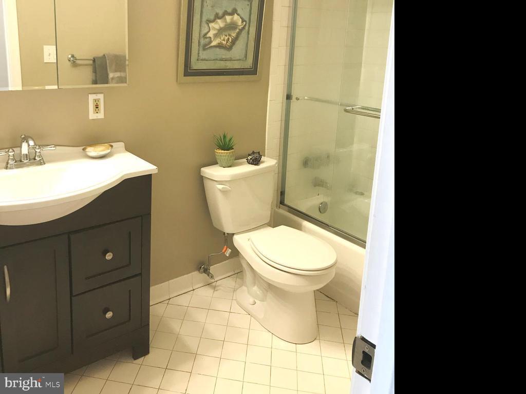 Bath - 2145 CALIFORNIA ST NW #201, WASHINGTON