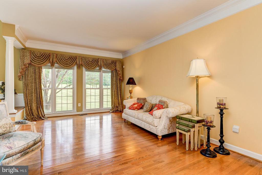 Gleaming hardwood floors - 13701 MOUNT PROSPECT DR, ROCKVILLE