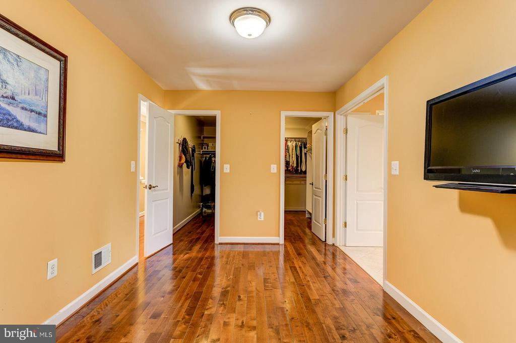 Master Sitting Room and 2 Walk-in Closets - 13701 MOUNT PROSPECT DR, ROCKVILLE