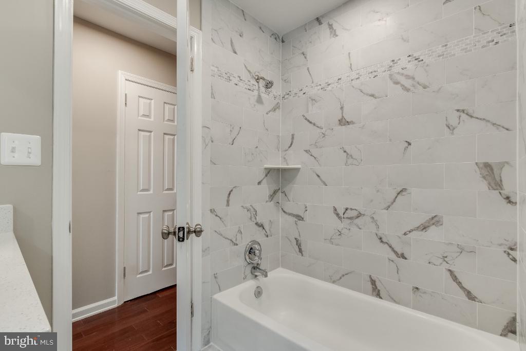 Hall Bath - 9304 SHARI DR, FAIRFAX