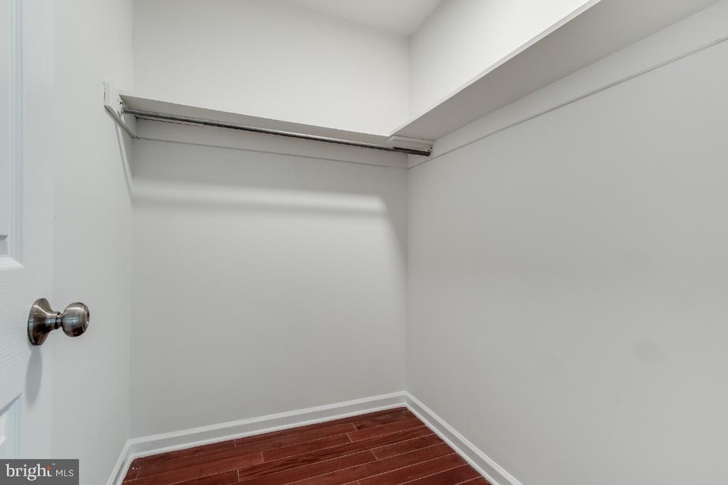 Walk in Closet - 9304 SHARI DR, FAIRFAX