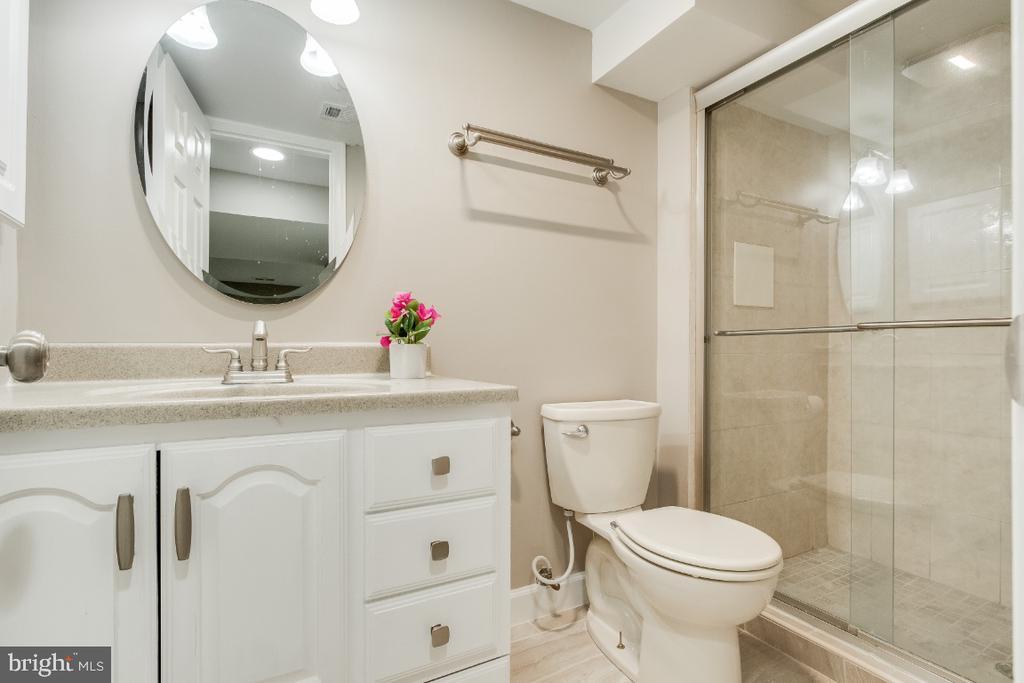 Another full bath in the basement - 9304 SHARI DR, FAIRFAX