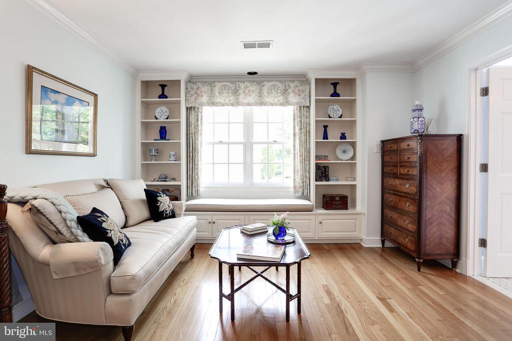 Master Sitting Room - 4629 35TH ST N, ARLINGTON