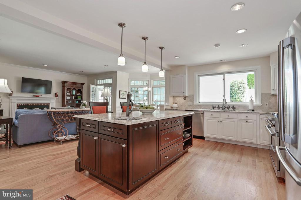 Open Kitchen into Family Room - 4629 35TH ST N, ARLINGTON
