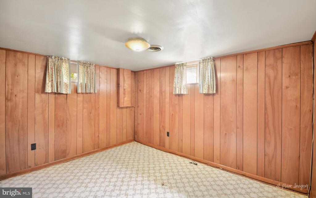 Lower level potential bedroom - 404 CULLER AVE, FREDERICK