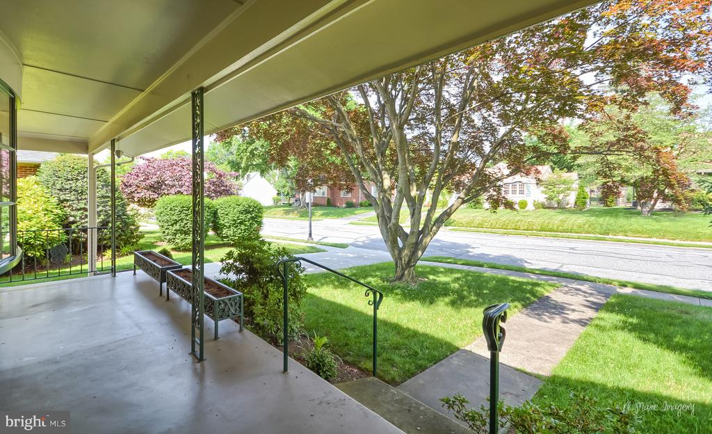 Relax on the covered porch - 404 CULLER AVE, FREDERICK