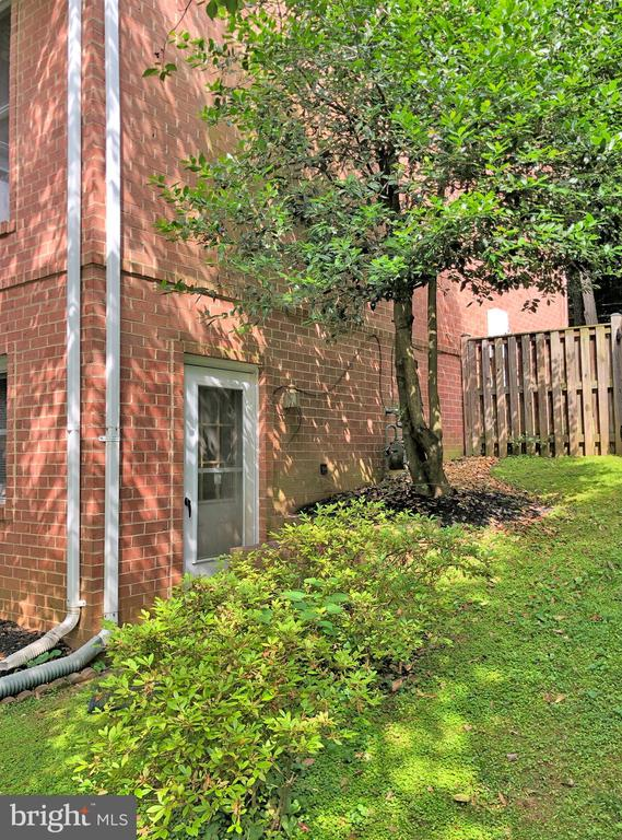 Side entry to basement - 6905 RANNOCH RD, BETHESDA