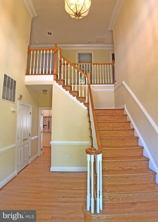 Foyer - 6905 RANNOCH RD, BETHESDA
