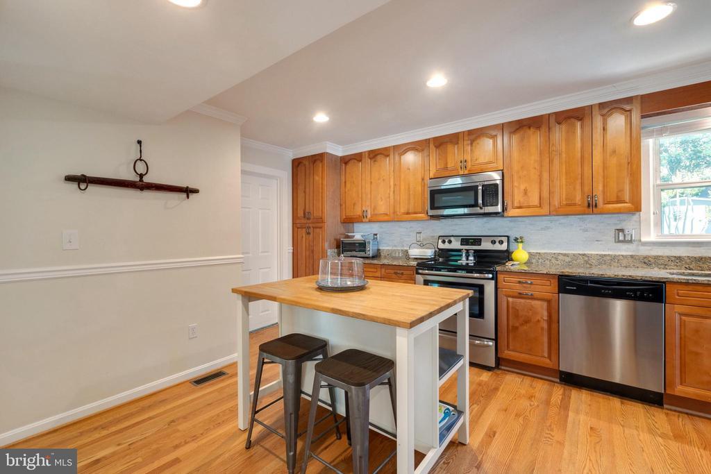 Kitchen Island Area - 107 CALVERT RD, ROCKVILLE