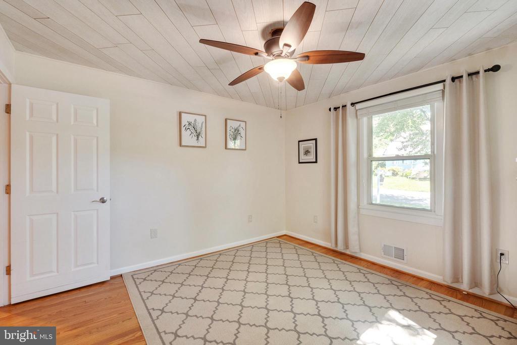 Main Level Master Bedroom - 107 CALVERT RD, ROCKVILLE