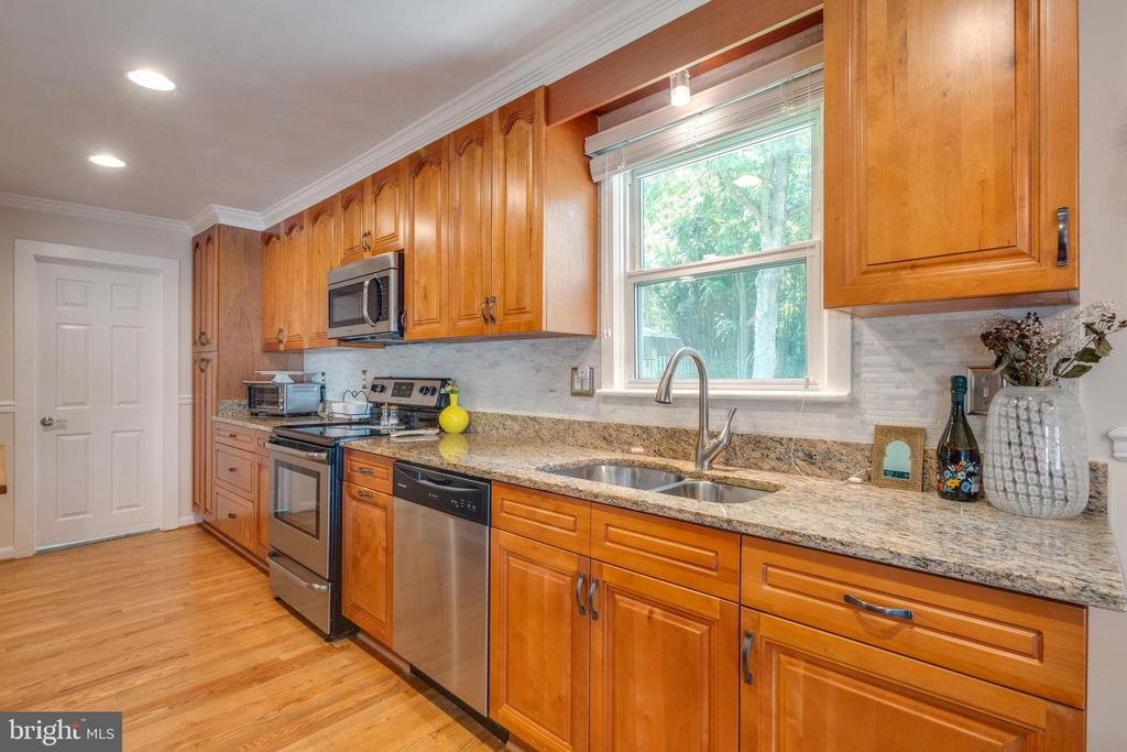 WOW - That is a Nice Kitchen - 107 CALVERT RD, ROCKVILLE