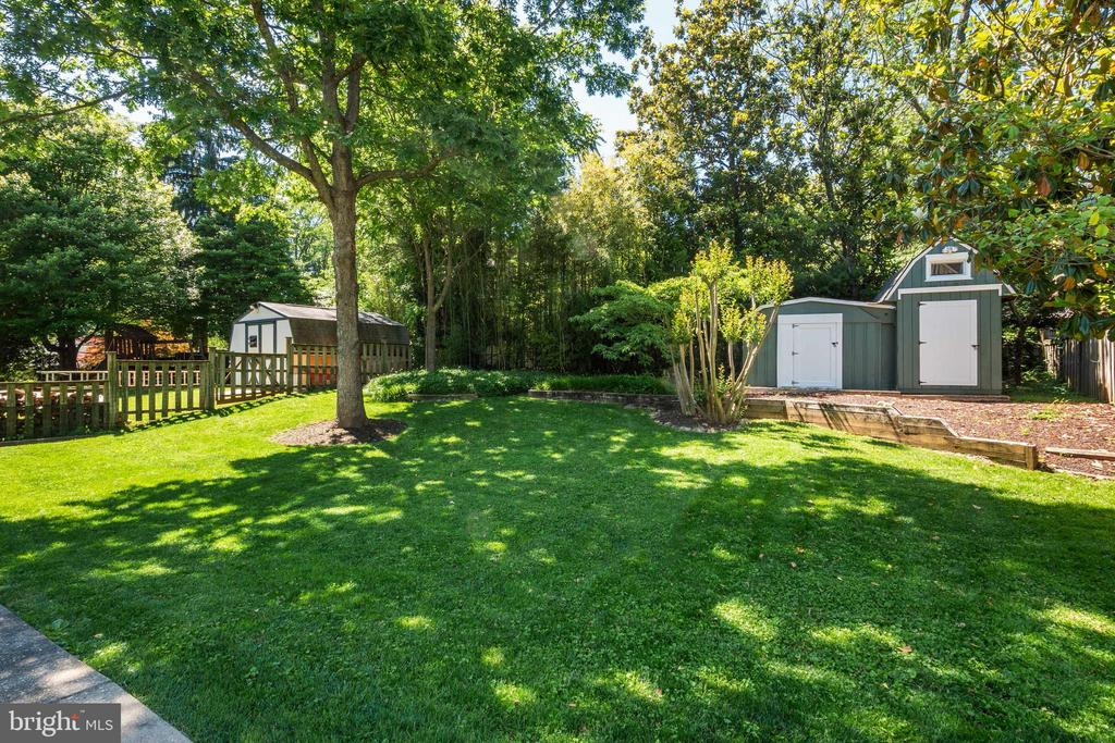Quiet GreenSpace, with Shed - 107 CALVERT RD, ROCKVILLE