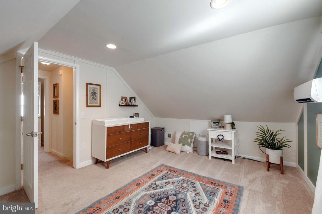 Upper Level Bedroom - 107 CALVERT RD, ROCKVILLE