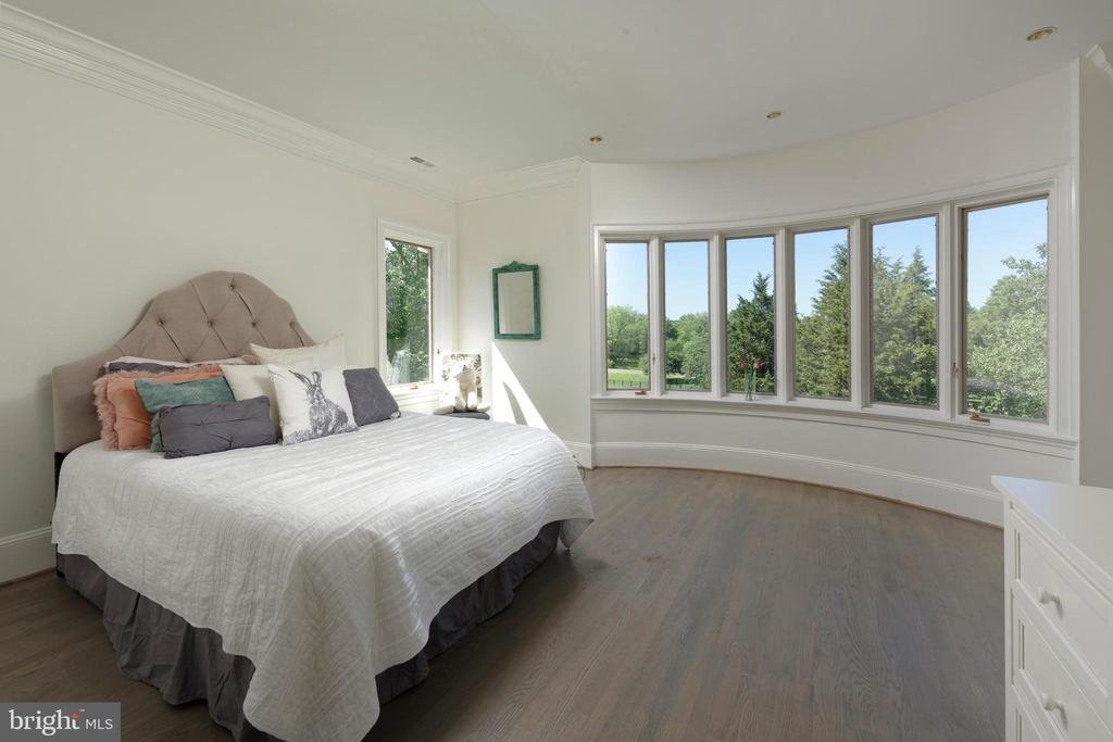 Upper Level Bedroom Suite - 40850 ROBIN CIR, LEESBURG