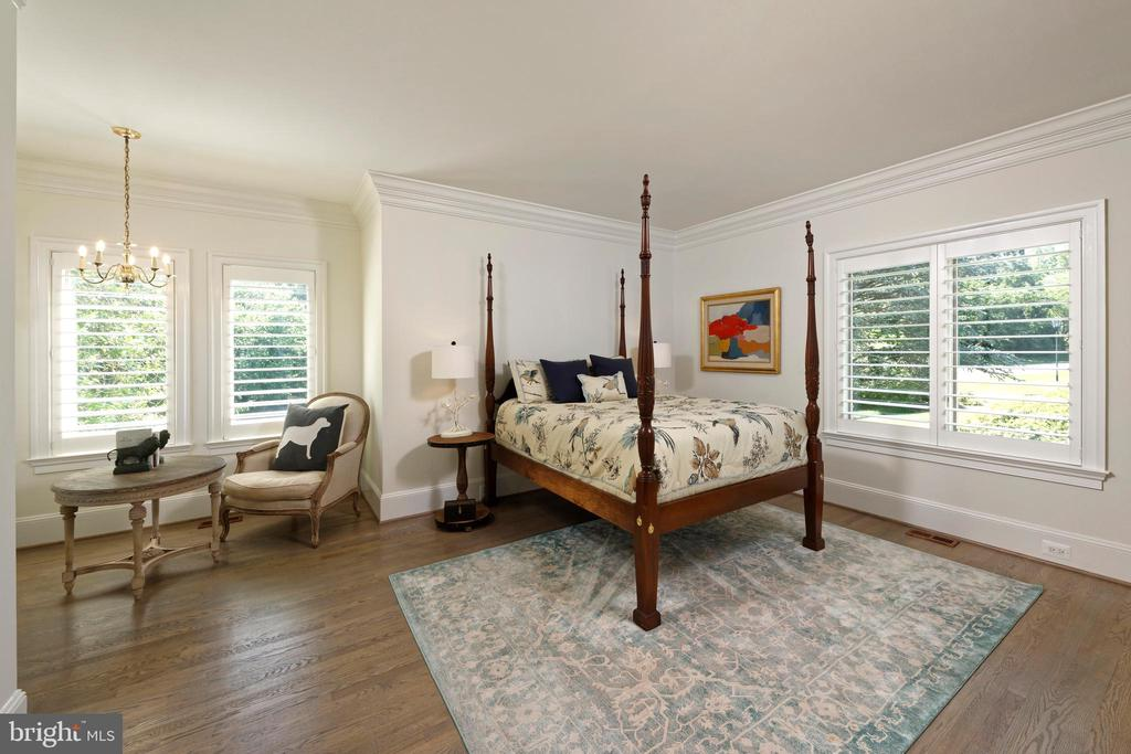 Main Level Bedroom Suite - 40850 ROBIN CIR, LEESBURG