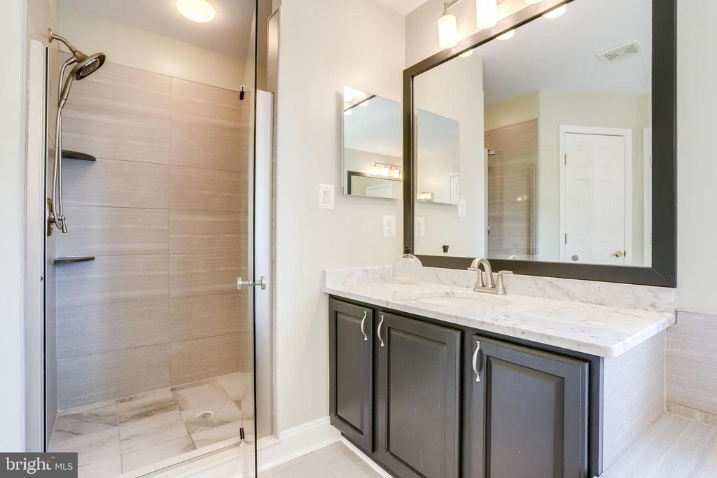 Master Bathroom - 43226 KATHLEEN ELIZABETH DR, ASHBURN