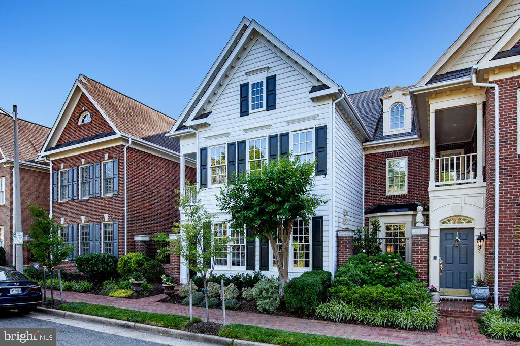 Welcome to 405 S Henry Street in Old Town Village - 405 S HENRY ST, ALEXANDRIA