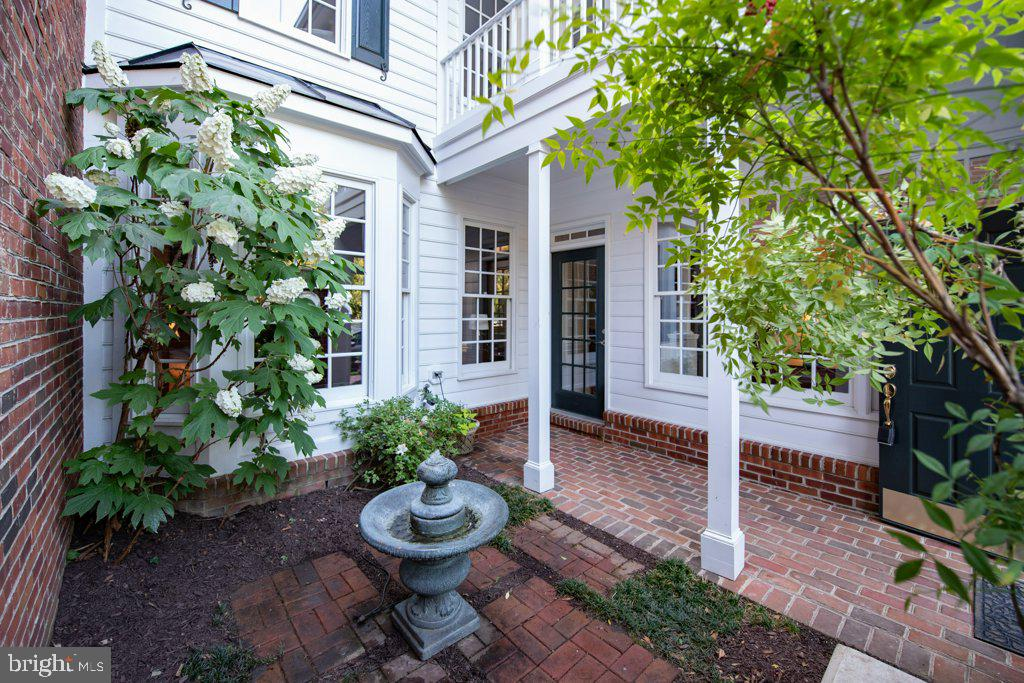 Located outside the living room and library - 405 S HENRY ST, ALEXANDRIA