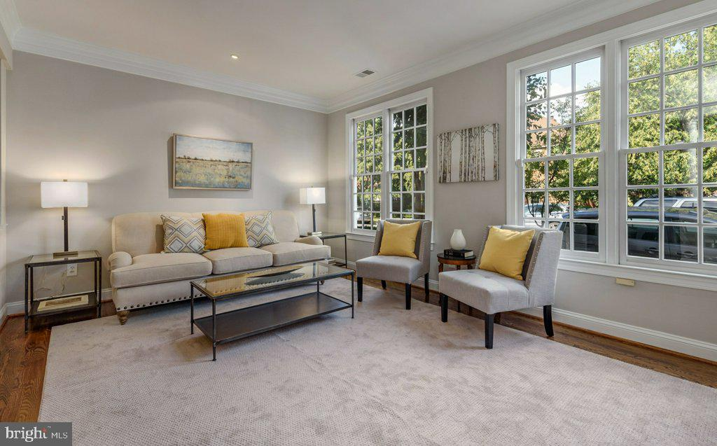 Large living room with two walls of windows - 405 S HENRY ST, ALEXANDRIA