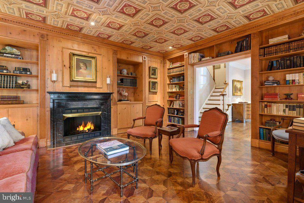 Always dreamed of your own private library? - 405 S HENRY ST, ALEXANDRIA