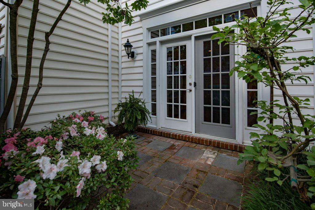Back patio outside kitchen perfect for grilling - 405 S HENRY ST, ALEXANDRIA