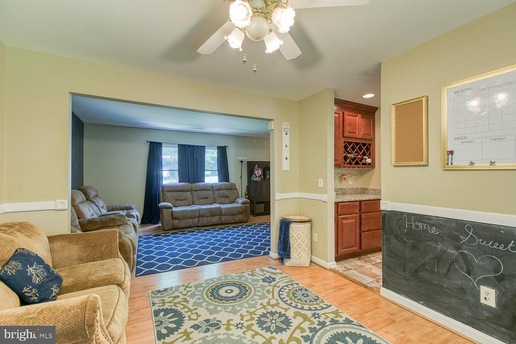 View back to family room and into kitchen - 11018 ABBEY LN, FREDERICKSBURG