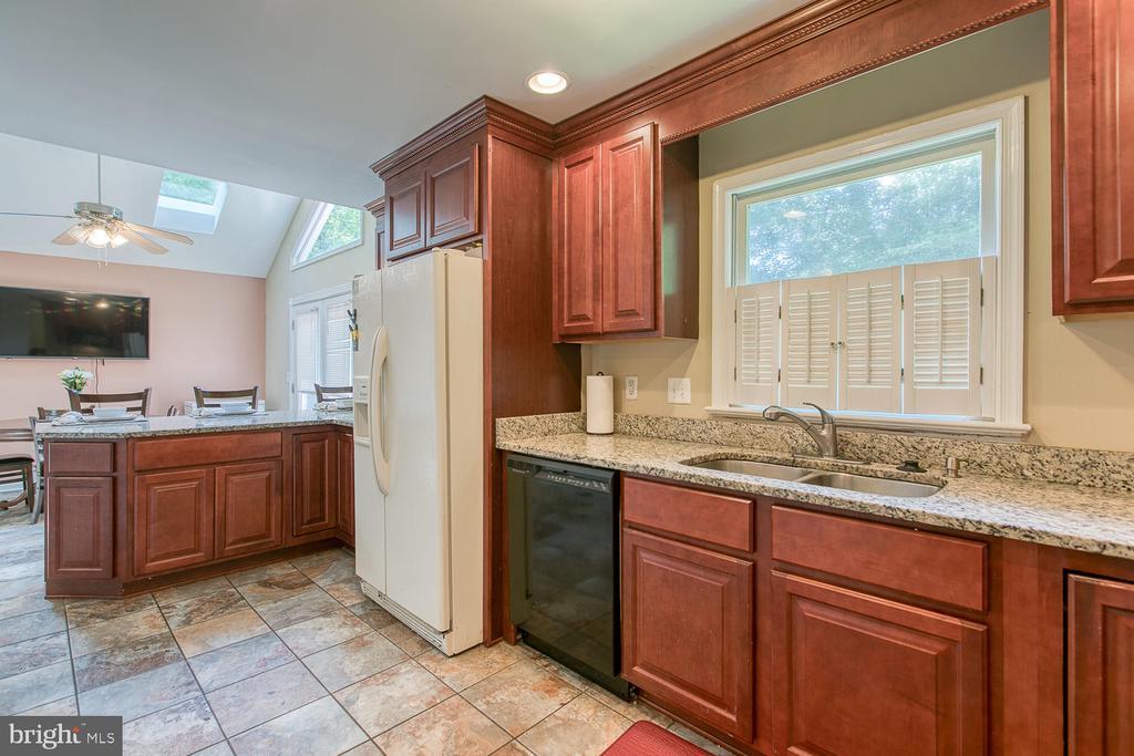 Update Kitchen with granite counters - 11018 ABBEY LN, FREDERICKSBURG