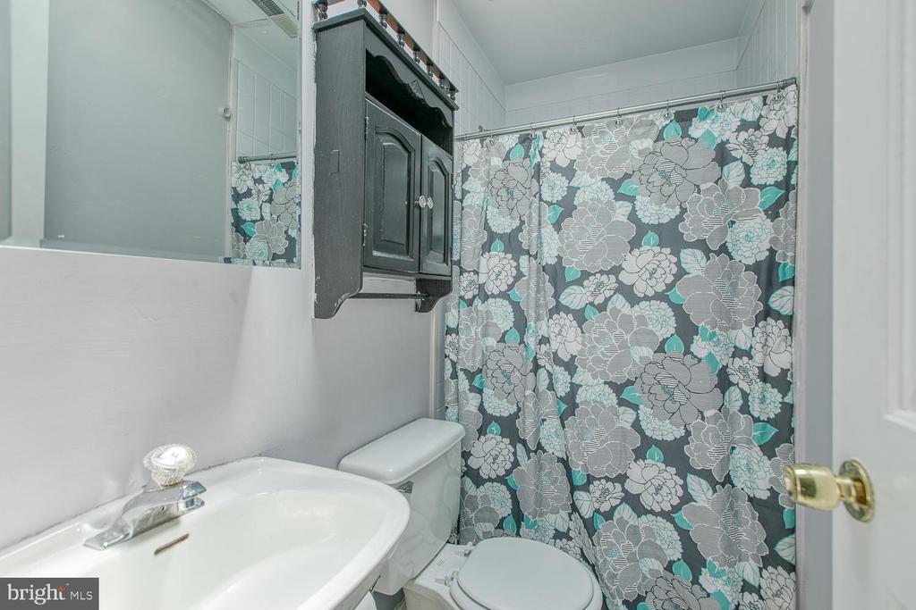 Master bath - 11018 ABBEY LN, FREDERICKSBURG