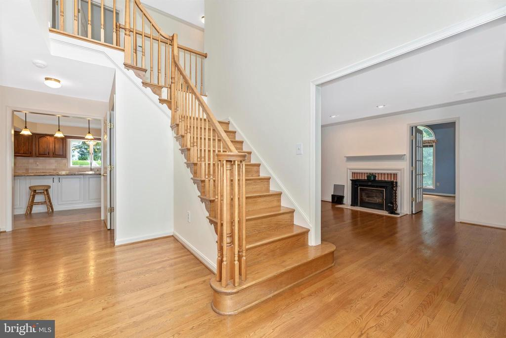 Beautiful hardwood staircase. - 7799 COBLENTZ RD, MIDDLETOWN