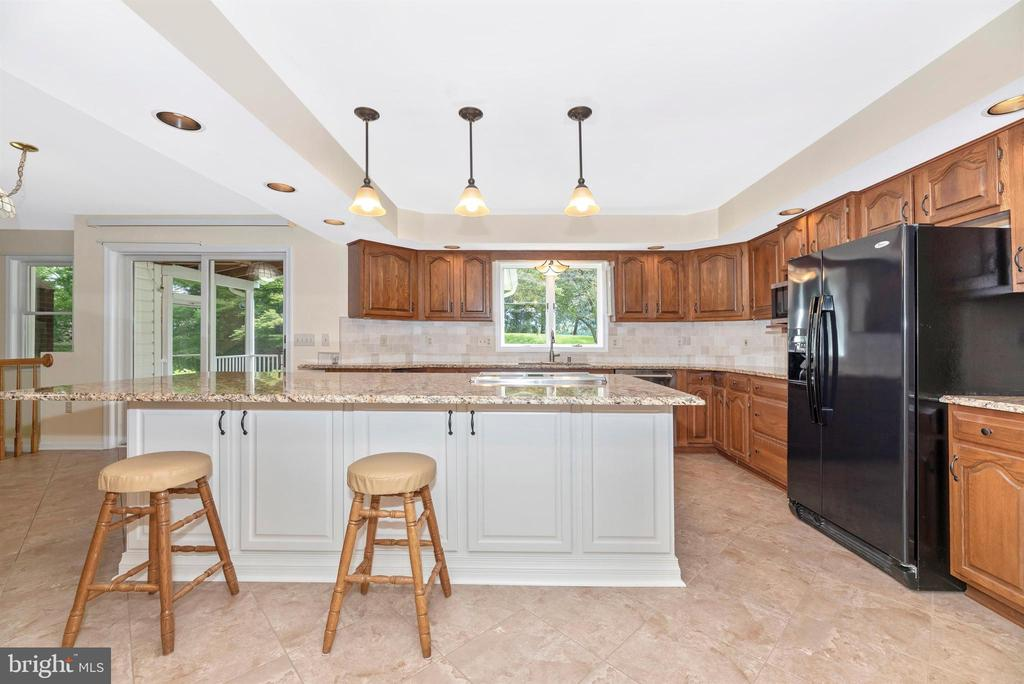 Pendant,recessed and under cabinet lighting. - 7799 COBLENTZ RD, MIDDLETOWN