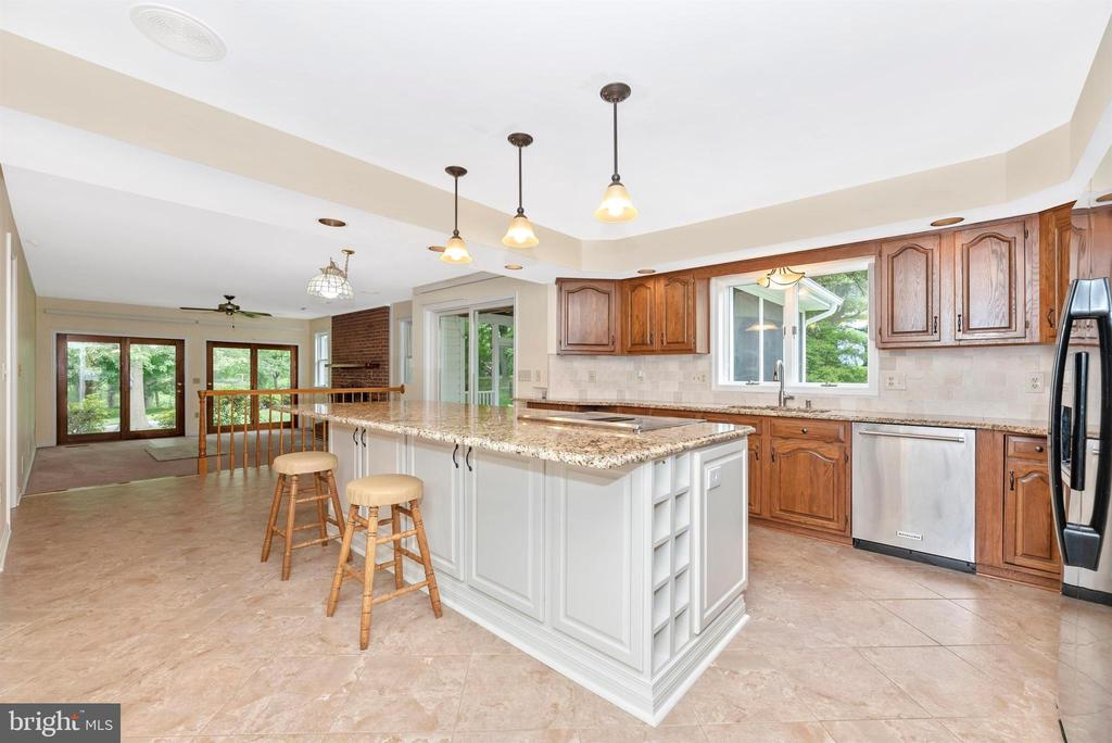 Open kitchen is perfect for entertaining. - 7799 COBLENTZ RD, MIDDLETOWN