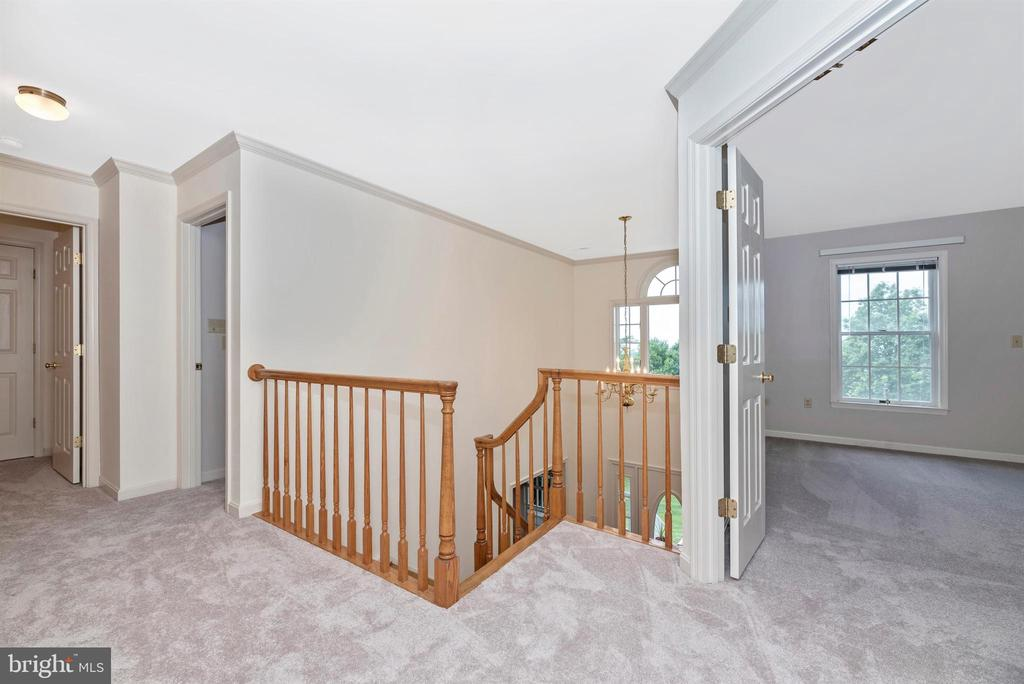 Spacious upper landing. - 7799 COBLENTZ RD, MIDDLETOWN
