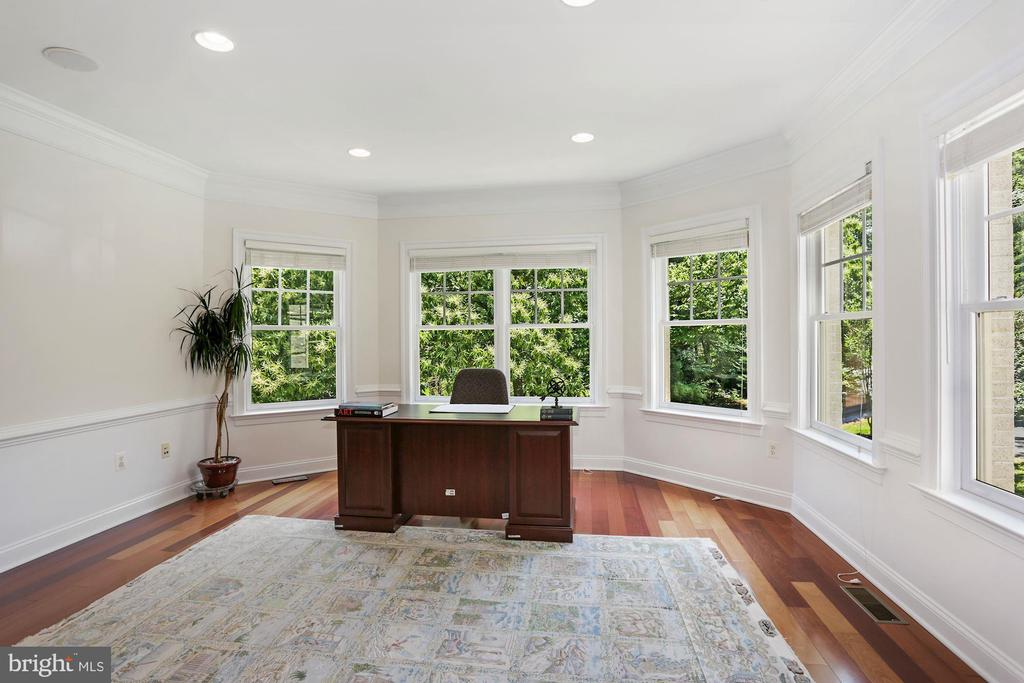 Main level office with built-in bookshelves - 11418 WAPLES MILL RD, OAKTON