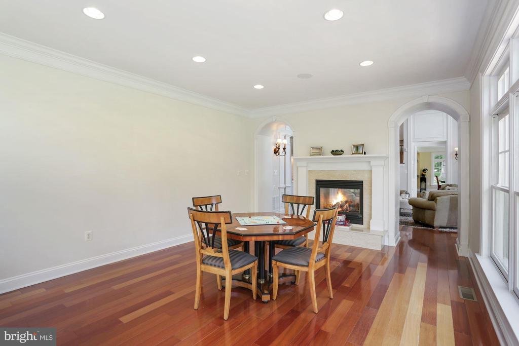Double-sided fireplace - 11418 WAPLES MILL RD, OAKTON