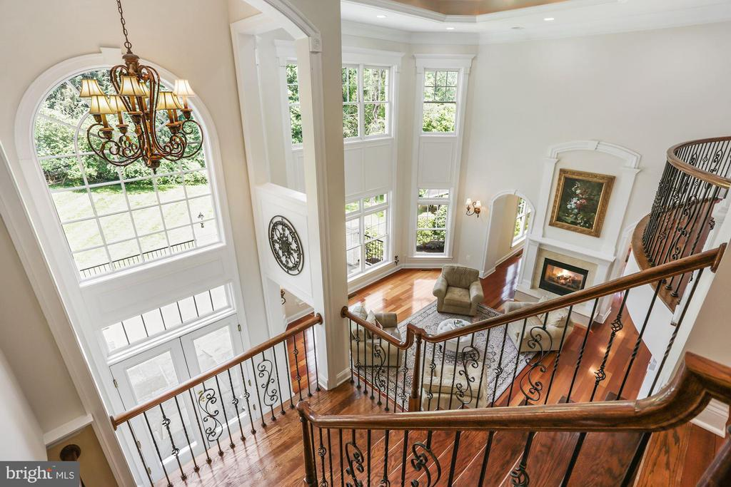 Dual staircase to the upper level - 11418 WAPLES MILL RD, OAKTON