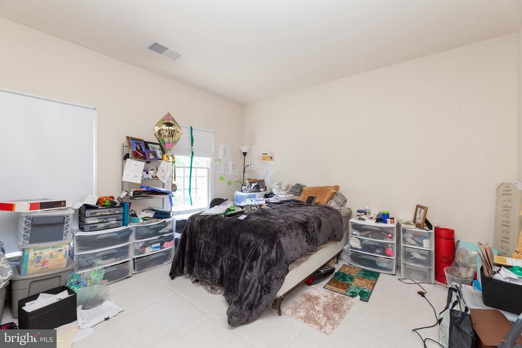 upstairs bedroom - 7901 S RUN VW, SPRINGFIELD