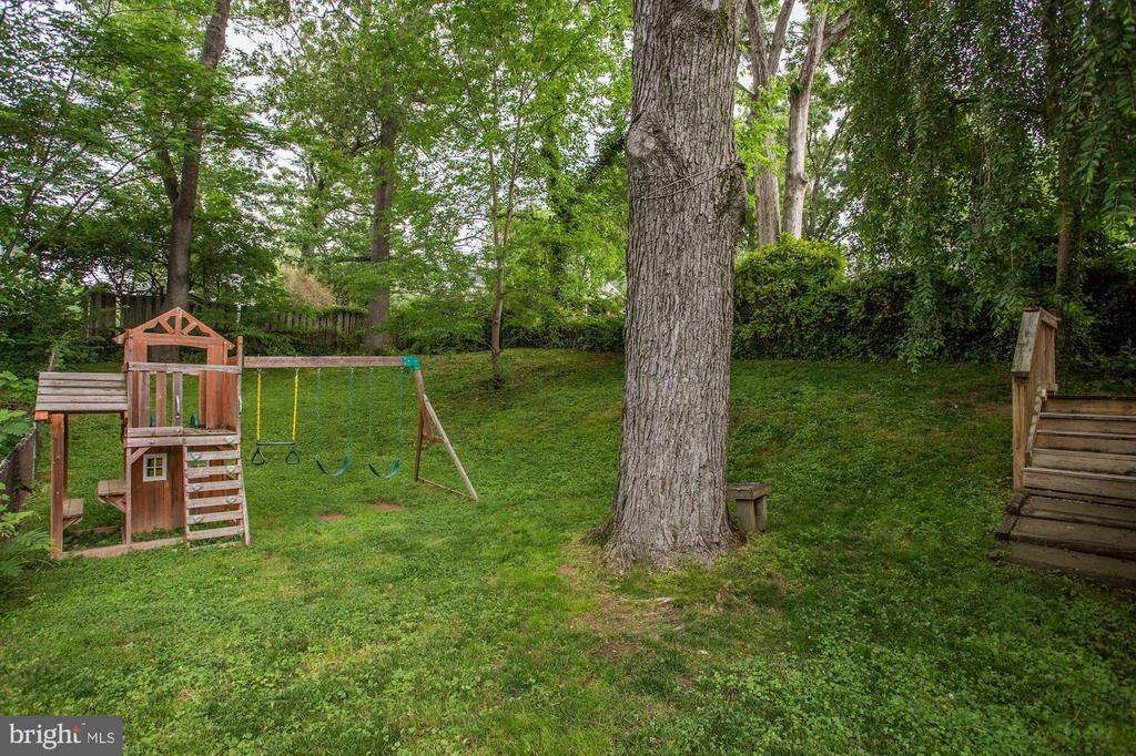 Expansive backyard - 5715 7TH ST N, ARLINGTON